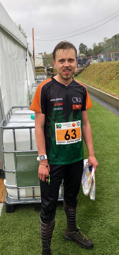 Simon - Herrlaget i mål som 48.a