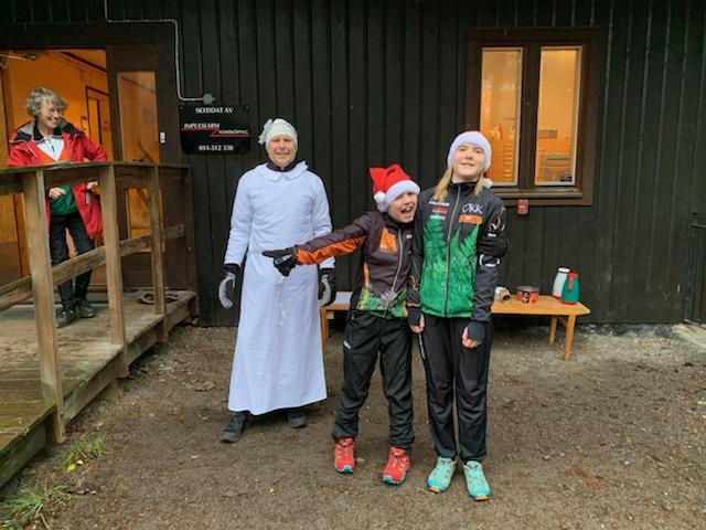 Luciatärna och glada Kolmårdstomtar på årets Skinkrace
